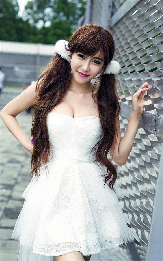 白纱裙美女时尚壁纸650*1300[多图]